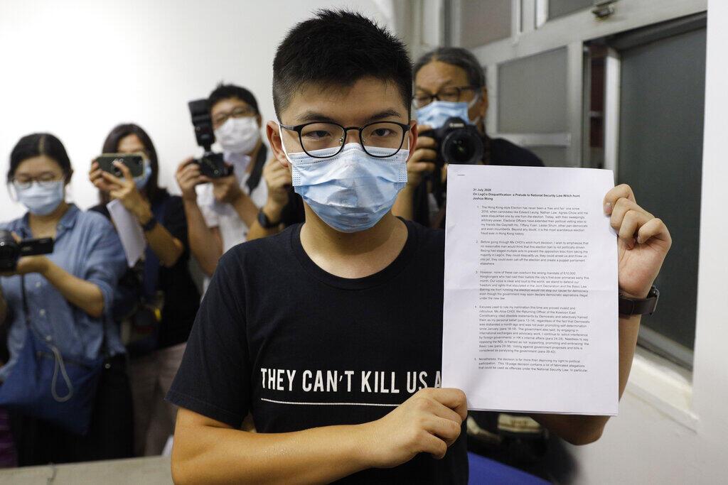 """Um dos principais líderes do movimento pró-democracia de Hong Kong, Joshua Wong, chamou hoje de """"fraude eleitoral"""" o indeferimento das candidaturas de 12 ativistas nas eleições legislativas de setembro."""