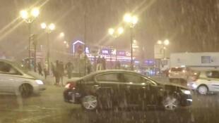 Primeiros flocos de neve caíram nesta quinta-feira (30) na capital francesa.