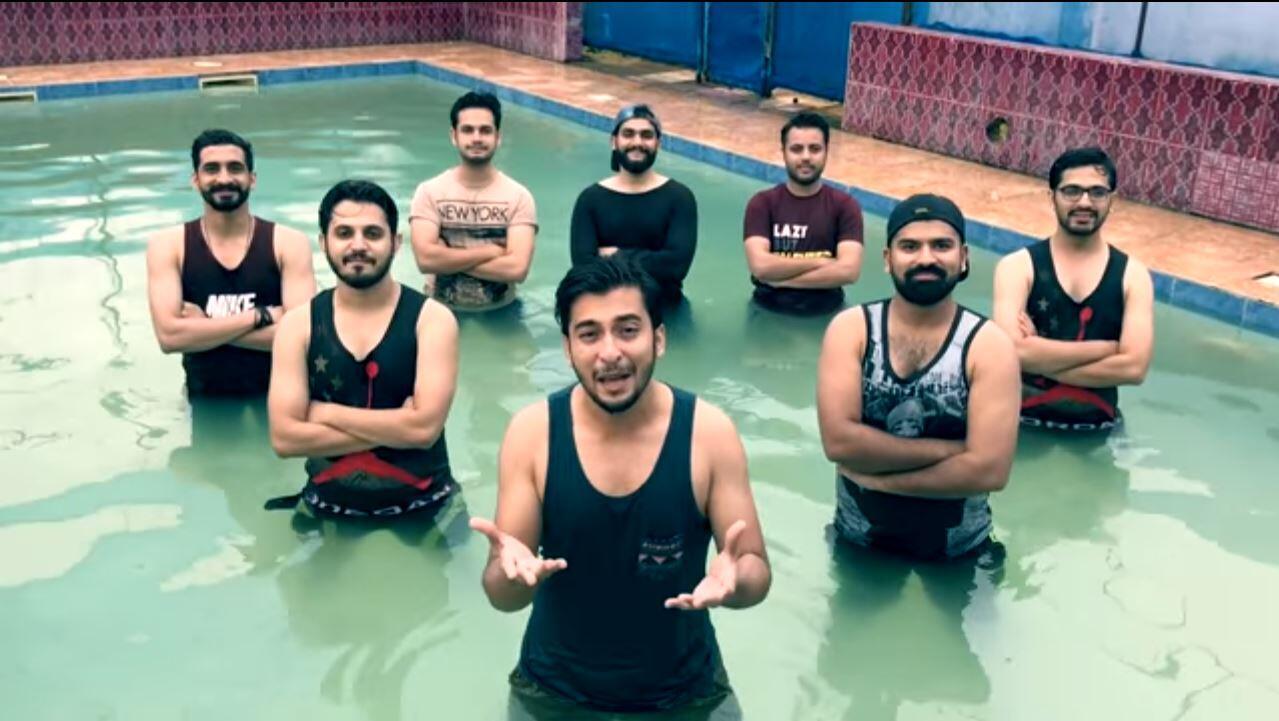Les huit membres des Karachi Vynz ont réalisé une chanson où ils s'amusent de la destitution de l'ex-Premier ministre pakistanais, Nawaz Sharif.