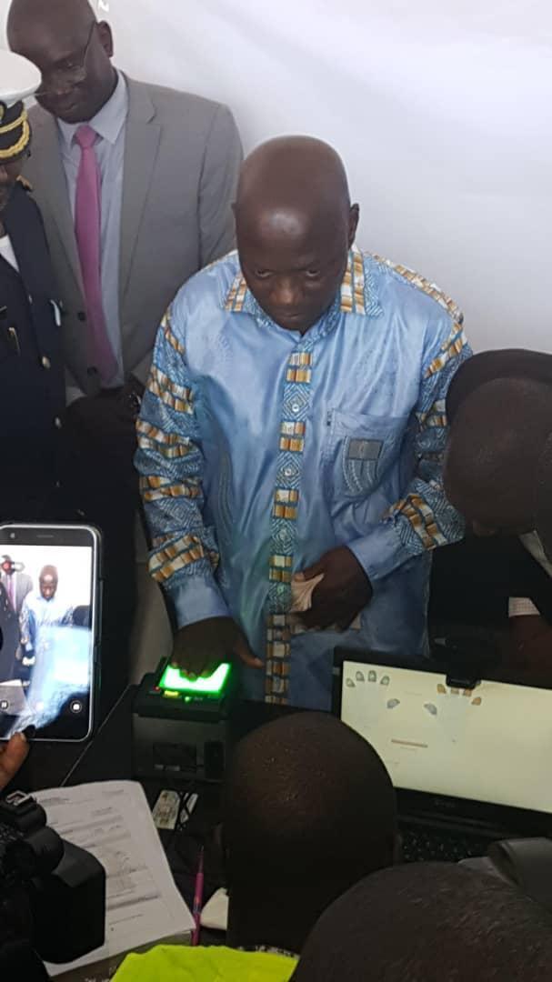 José Mário Vaz, presidente guineense, aquando do recenseamento a 20 de Setembro de 2018 visando as eleições legislativas..
