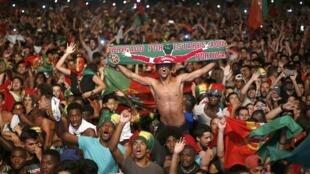 Les supporters du Portugal laissent éclater leur joie après la finale de l'Euro 2016, entre le Portugal et la France. A Lisbonne, Portugal, le 10 Juillet 2016.