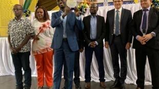 Mkurugenzi wa Jamii Forums Maxence Melo akionyesha tuzo aliyotunukiwa huko visiwani Zanzibar leo Septemba 6 mwaka 2019