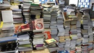 رسانههای ایران از «بیثباتی در بازار کتاب» این کشور و همچنین افزایش قیمت و کاهش شمارگان کتاب خبر میدهند.
