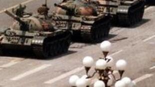 六四坦克人震惊世界 该照片成为六四的象征