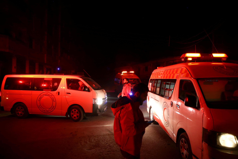 Xe cứu thương chở các nạn nhân ra khỏi thành phố Douma, Ghouta, để đưa tới Damas, ngày 26/12/2017, ngày 26/12/2017