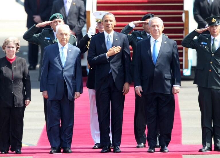 Tổng thống Barack Obama (giữa) đến Jerusalem, 20/03/2013. Trong ảnh, thủ tướng  Israel Benjamin Netanyahu (phải) và tổng thống Shimon Peres (trái).