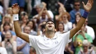 O tenista sérvio Novak Djokovic, campeão de Wimblendom