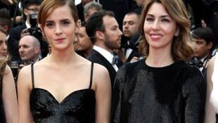 L'actrice Emma Watson, accompagnée de la réalisatrice Sofia Coppola sur le tapis rouge à Cannes, le 16 mai 2013.