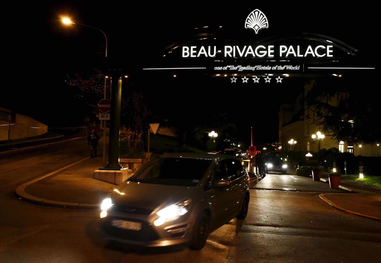 Делегации покидают отель Beau Rivage Palace в Лозанне, где проходят переговоры по иранскому ядерному досье, 1 апреля 2014 г.