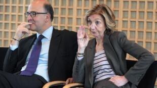 Le ministre français de l'Economie, Pierre Moscovici (G) et Nicole Bricq, ministre du Commerce extérieur, à Paris, le 9 janvier 2013.