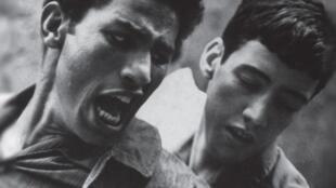 L'affiche (détail) du documentaire de l'Algérien Malek Bensmaïl montre une scène du film culte «La bataille d'Alger» de Gillo Pontecorvo.