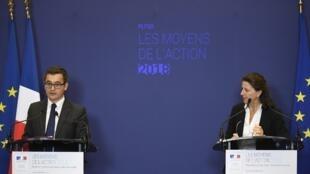 Os ministros das Contas Públicas Gérald Darmanin e da Saúde Agnès Buzyn durante entrevista coletiva na quarta-feira, 27 de setembro, sobre o orçamento do governo para 2018.