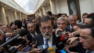 El jefe del gobierno español Mariano Rajoy tras la reunión en el Senado durante la cual se aprobó aplicar el artículo 155.