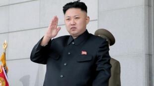 Le régime de Kim Jong-un (ici en avril 2013) chercherait désormais à se doter d'armes à l'uranium, plutôt qu'au plutonium.