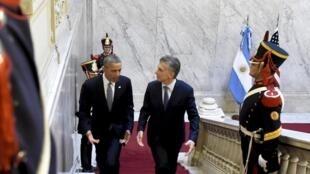 Le président Barack Obama est reçu à la Casa Rosada par son homologue argentin, Mauricio Macri, le 23 mars 2016.