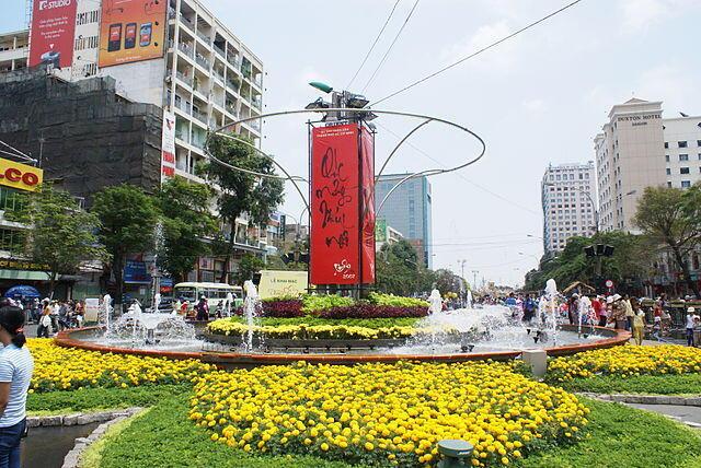 Góc phố hoa ngày Tết tại Sài Gòn.