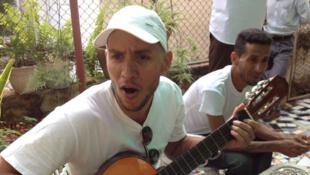 Le rappeur Angel Yunier Remon Arzuaga, alias «el Critico», membre de l'UNPACU (Union patriotique cubaine, mouvement d'opposition), fait partie des 53 opposants libérés début janvier 2015.