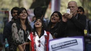 Biểu tình phản đối ngày 21/02/2013 tại New Delhi, sau cái chết của một nữ sinh do bị cưỡng hiếp