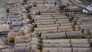 Vũ khí được tìm thấy tại một căn cứ quân sự của lực lượng Kadhafi. Ảnh 2011