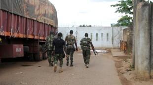 Des membres des FRCI, à la frontière avec le Ghana, le 24 septembre.
