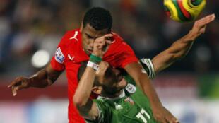 L'Egyptien Soliman Homos (d) et l'Algérien Slimane Raho (g) se retrouveront mercredi.