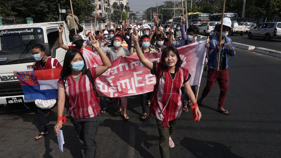 缅甸军事政变后,2021年2月6日,仰光三千多人上街游行示威抗议。