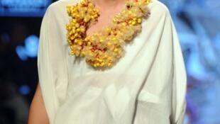Le top model tchèque Petr Nitka, ici lors d'un défilé à Mumbai en Inde, se considère d'un genre «neutre» (photo d'illustration)..