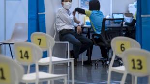 Menos del 20% de los habitantes de Hong Kong han optado hasta ahora por vacunarse contra el coronavirus, a pesar de los abundantes suministros.
