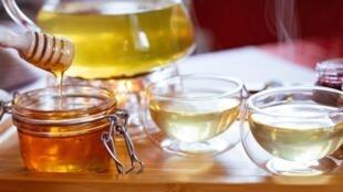 Le miel possède des propriétés antibactériennes, anti-inflammatoires et surtout un fort pouvoir cicatrisant.