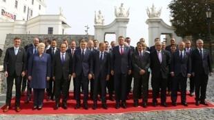 2016年9月16日在斯洛伐克首都舉行歐盟峰會,默克爾站到了第二排!