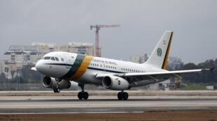 L'avion officiel transportant le président brésilien Jair Bolsonaro.
