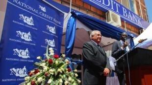 Dominique Strauss-Kahn, ex patron du FMI, lors de l'inauguration de la National Credit Bank, à Juba, capitale du Soudan du Sud, le 14 mai dernier.