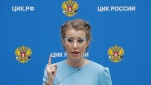 Filha do ex-prefeito de São Petersburgo, Ksenia Sobtchak ficou conhecida principalmente como apresentadora de televisão.