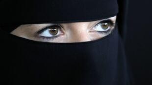 Estima-se que pelo menos 2 mil mulheres usem o véu integral integral na França.