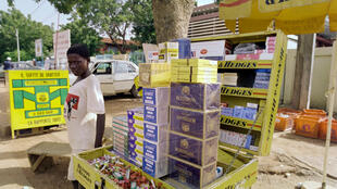 Vendeur de cigarettes à Ouagadougou, Burkina Faso, 1988 (illustration).