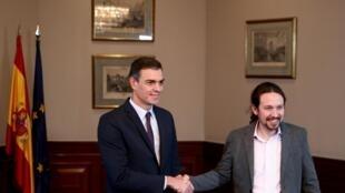 El presidente del ejecutivo saliente y líder socialista, Pedro Sánchez, y el jefe de la izquierda radical de Podemos, Pablo Iglesias, alcanzaron un preacuerdo. El 12 de noviembre de 2019 en Madrid.