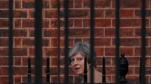 Theresa May, Première ministre britannique devant le 10 Downing Street à Londres, le 9 novembre: la pression sur le chef du gouvernement britannique est forte avec 40 députés tories frondeurs.