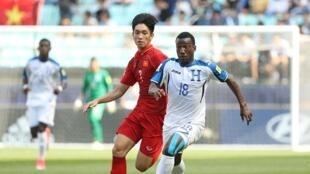 Lực bất tòng tâm, U20 Việt Nam (áo đỏ) không thể vượt qua Honduras ở trận cuối cùng vòng bảng ngày 28/05/2017 trên sân Jeonju Hàn Quốc.