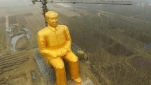 Sanamu kubwa ya Mao Tse-tung, lililopigwa picha Januari 4, 2016 katika mkoa wa Hunan, katikati mwa China.