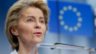 Sur Twitter, la présidente de la Commission européenne, Ursula von der Leyen, a appelé les autorités biélorusses à la transparence.