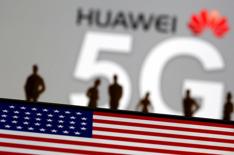 ស្លាកសញ្ញារបស់ក្រុមហ៊ុន Huawei និង 5G នៅក្នុងរូបភាពមួយ កាលពីថ្ងៃទី ៣០ ខែមីនាឆ្នាំ២០១៩។