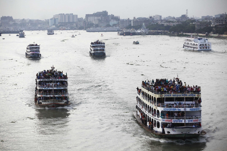 Суда на реке Бухри-Ганга в Даке