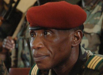 Moussa Dadis Camara, président du Conseil national de démocratie et de développement (CNDD) en Guinée, le 23 décembre 2008.