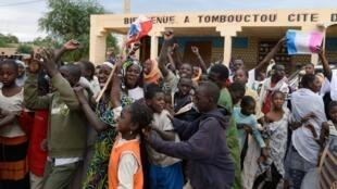 Scènes de liesse dans Tombouctou libérée, le 28 janvier 2013