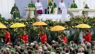 教宗方济各抵访立陶宛,10万信徒在立陶宛港口城市考纳斯(Kaunas)聚集聆听   2018年9月23日