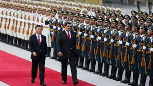 Les présidents Xi Jinping et Nicolás Maduro, le 14 septembre 2018 à Pékin.