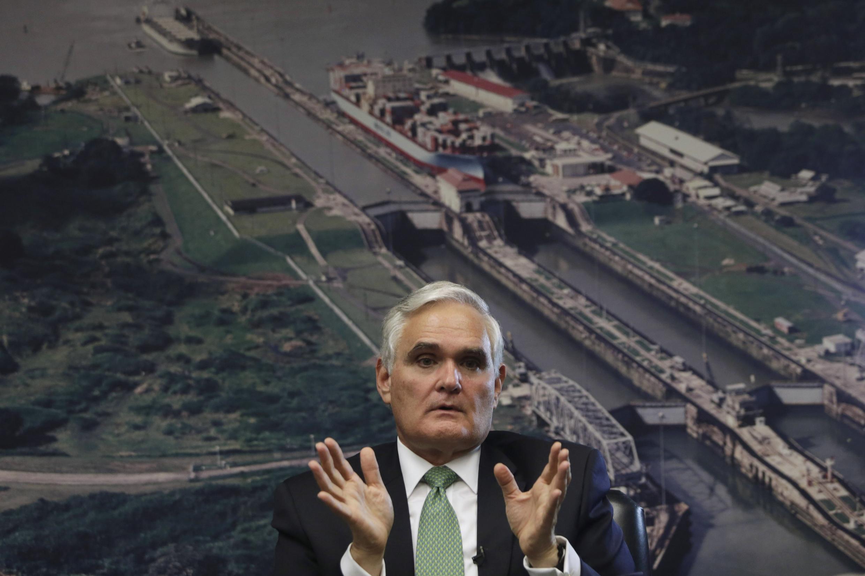 L'administrateur de l'autorité du canal de Panama Jorge Quijano lors d'une conférence de presse, le 2 janvier 2014.