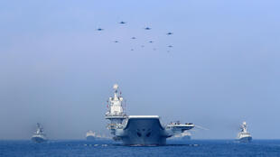 中国人民解放军海军战舰和战机在南中国海军演 2018年4月12日