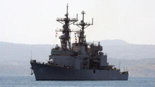 Khu trục hạm có gắn tên lửa hành trình USS Spruance của Mỹ ghé cảng Crete năm 2004. Ảnh minh họa.