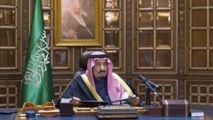 Tangazo la mfalme mpya wa Saudi Arabia, Salman, Januari 23 mwaka 2015 mjini Riyad.